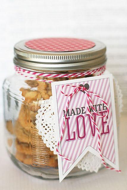 Escolha uma cor e faça a embalagem usando materiais coordenados: barbante, tag, tampa...
