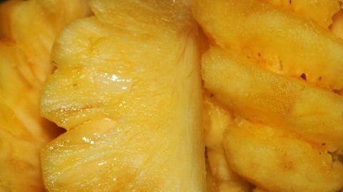 Buah nanas membantu memproduksi kolagen