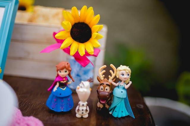 festa diy frozen fever girassois com brinquedos que você tem em casa