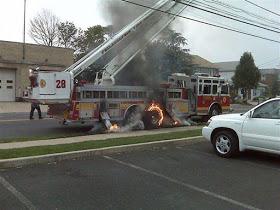 se prende un camión de bomberos