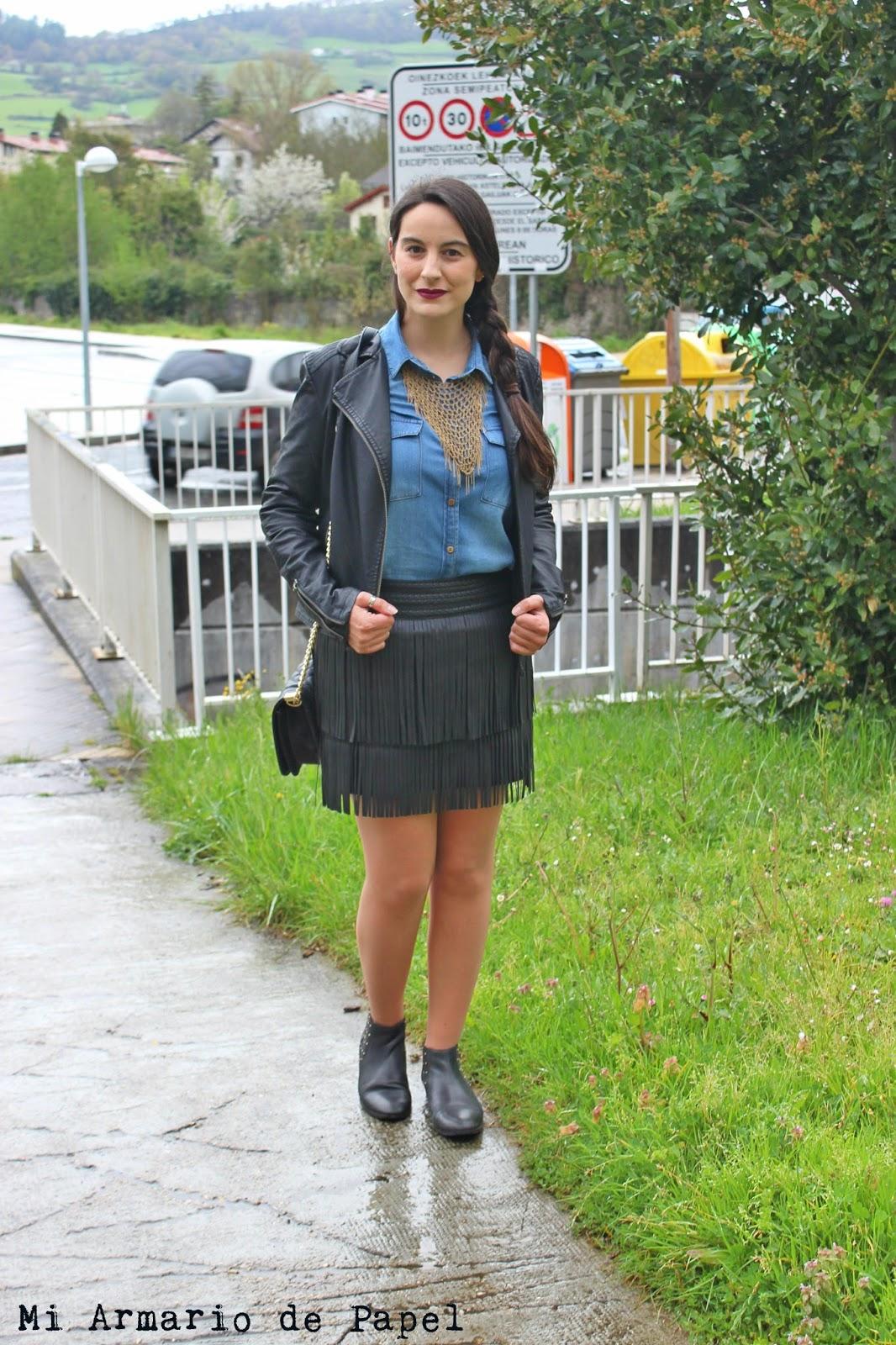 8a8d6a9ef0 En esta ocasión he optado por combinar la falda de flecos con camisa  vaquera