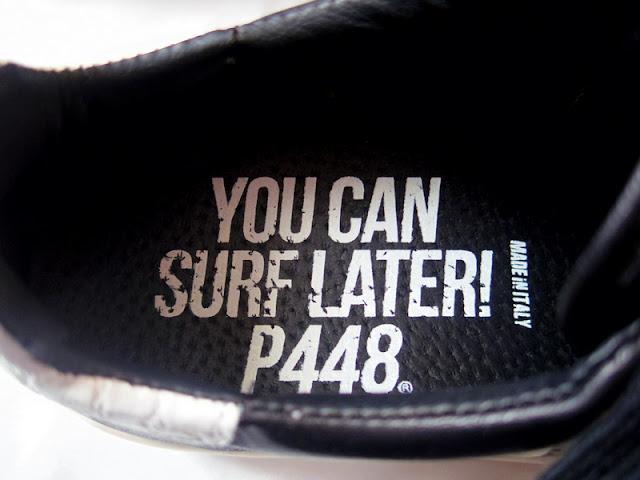 P448のスニーカー