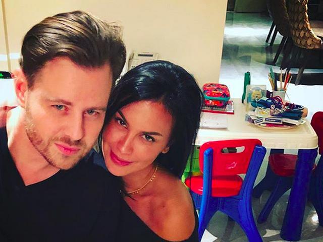 Posting Foto dengan Pria Bule, Sophia Latjuba Didoakan Segera Menikah
