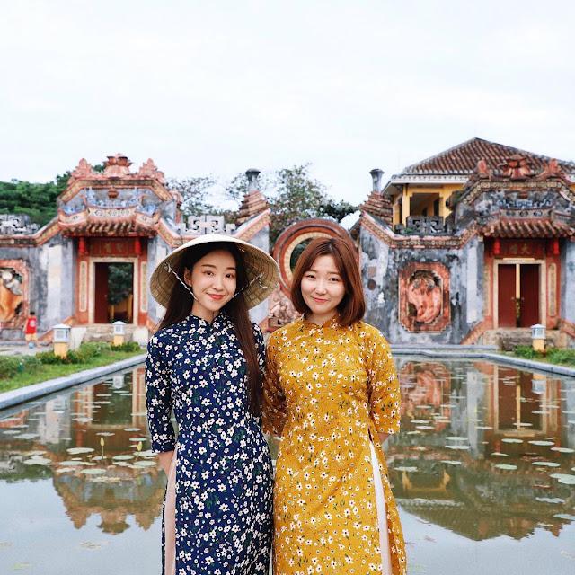 Ảnh đẹp du lịch Đà Nẵng: Du khách Hàn Quốc thích thú thời tiết ấm áp dịp cuối năm