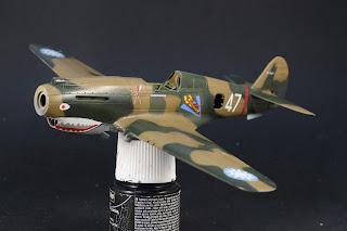 décalcomanies du Curtiss P-40B Warhawk d'Airfix au 1/48.