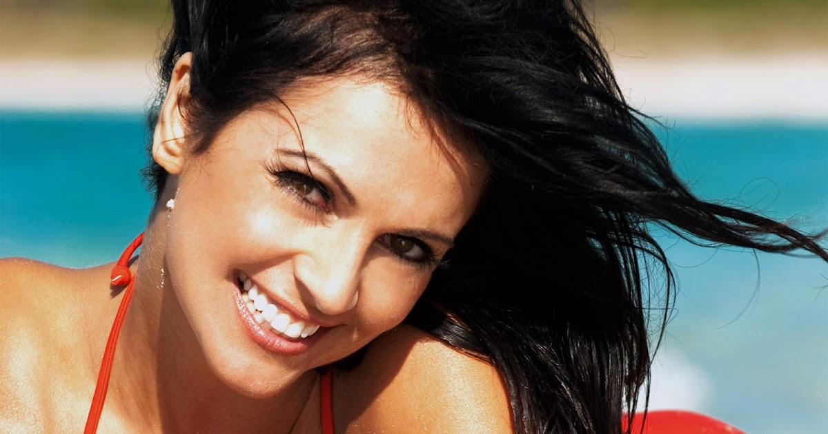 Celebrities in Hot Bikini: Czech Glamour Model Denise Milani