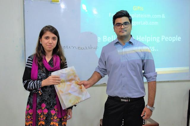 Syed Faizan Ali Giving away Templateism Goodies to Winner