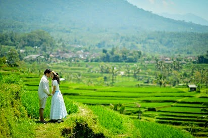 foto prewedding muslim,gaya foto prewedding muslim outdoor,Ikuti Trend Gaya Foto Pre wedding Islami,Konsep Foto Pre Wedding Unik,Contoh Foto Pre Wedding Outdoor,