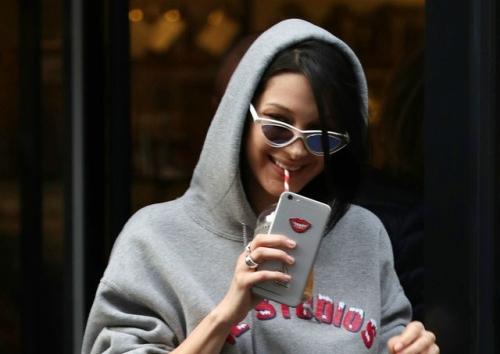 2017-02-20 ロンドンの街角でベラ・ハディッド(Bella Hadid)をキャッチ。