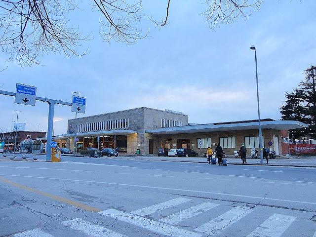 7 kroků, jak se dostat levně z letiště v Trevisu do Benátek