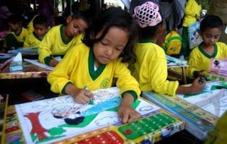 Ptk Seni Rupa Smp Contoh Judul Ptk Untuk Smp Sekolah Menengah Pertama 320 X 204 Jpeg 30kb Anak Usia Dini Sedang Mewarnai Ilustrasi