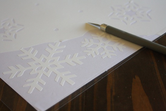 Learn how to make these removable snowflake decor stickers on a silhouette machine. Makes for an easy and simple decor for the holidays.
