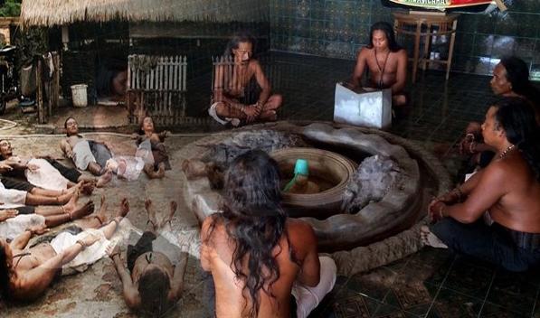 Ritual Jumat Kliwon Suku Dayak Hindu-Budha Bumi Segandu Indramayu