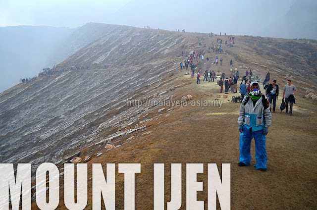 Trekking Up Mount Ijen