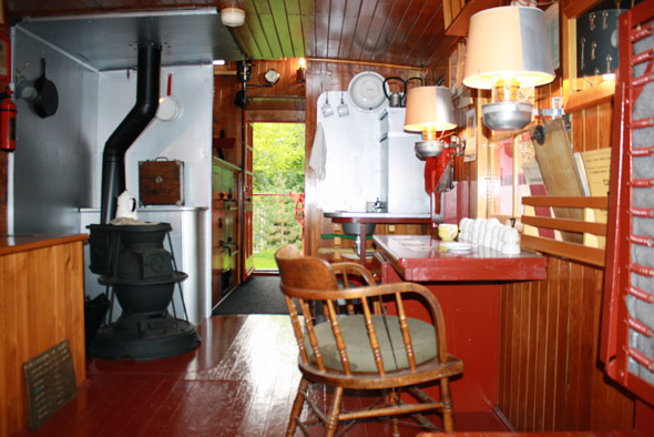 White River Division: CNR wooden caboose - Doors Open London