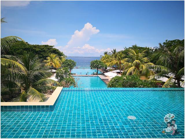 Crimson Resort and Spa Mactan Pool