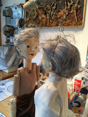 two puppets facing each other. Reflection puppets by Corina Duyn