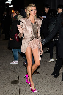 Hailey Baldwin Arrives At Tom Ford Fashion Show At New York Fashion Week 2018