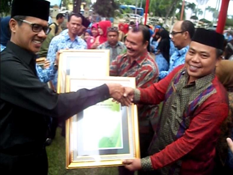 Man Kota Pariaman Man Padusunan Terima Penghargaan Adiwiyata Provinsi