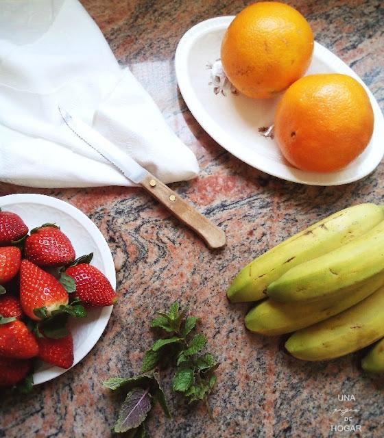 naranja, fresas, plátano, hierbabuena