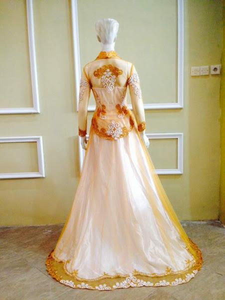 baju kebaya pengantin kuning tampak belakang
