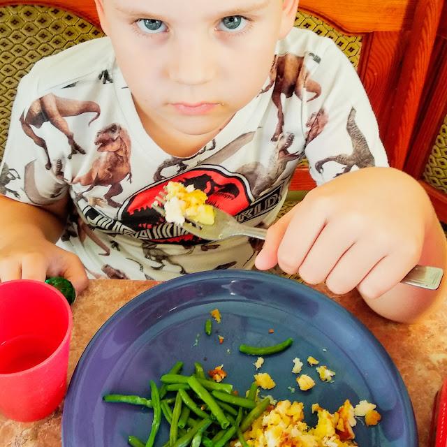 Okiem Żywiciela: Obiadowe gry wojenne