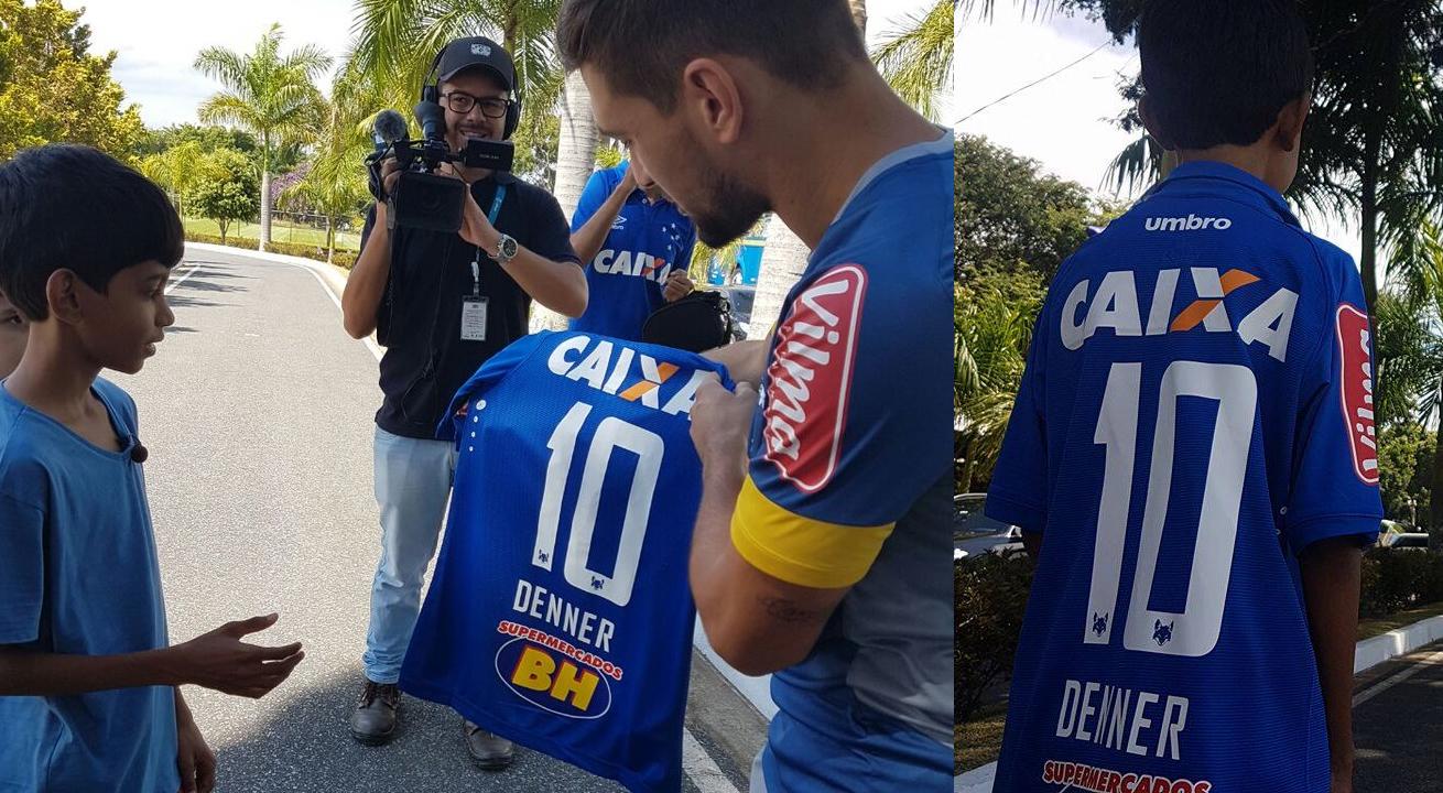 8858e8e8bf Garoto que pintou à mão camisa do Cruzeiro ganha o uniforme oficial ...