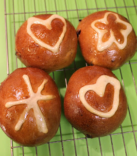 4 vegan hot cross buns