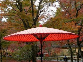Wybieramy parasol ogrodowy