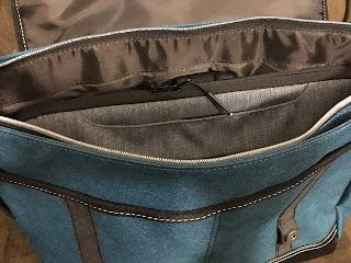 インナーバッグをMOUSTACHEのバッグに入れたところ