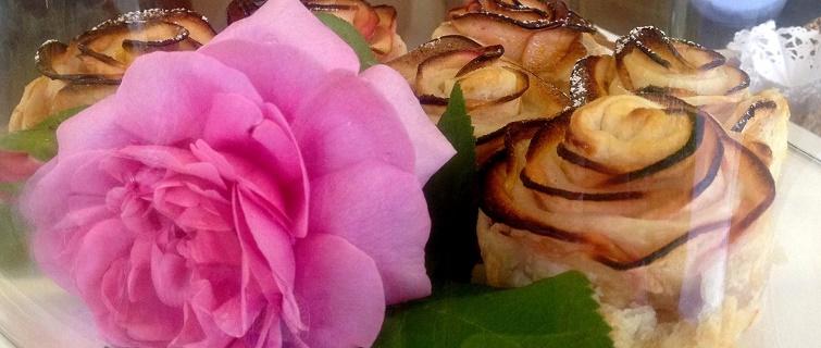 Rosenmuffins aus Blätterteig und Äpfeln