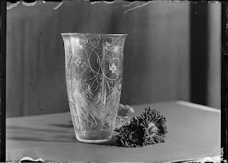 Stillleben Kristallvase geschliffen mit Astern 2, Glasnegativ 1930-1942