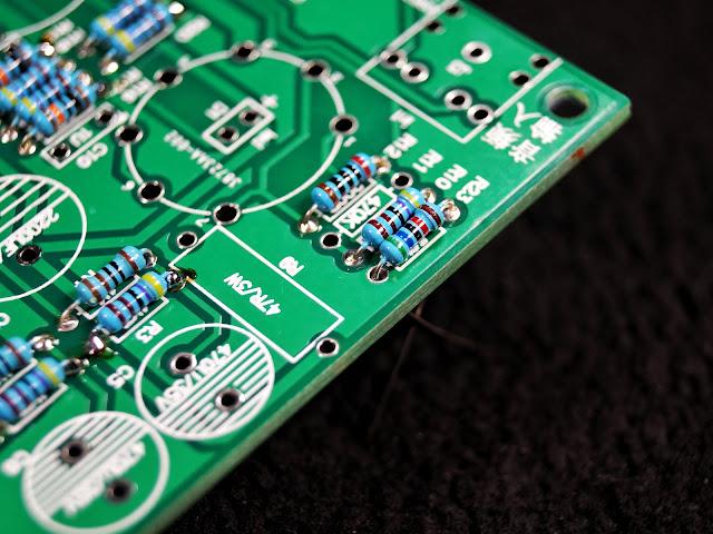 Печатная плата гибридного усилителя на лампе 6J1 (6Ж1П) и микросхеме LM1875T (крупный план)