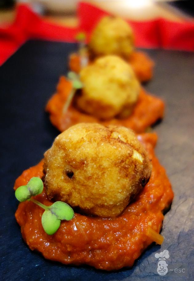 albóndigas de merluza con salsa de tomate casera