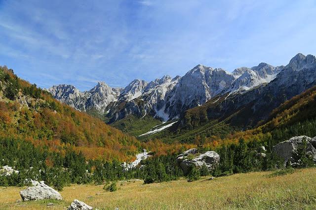 Alpen Albania merupakan perpanjangan dari Dinaric Alps.