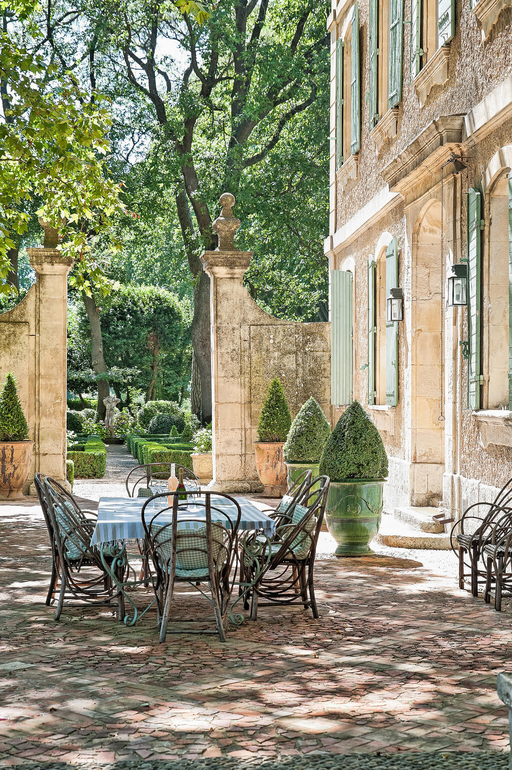 Decor travel the french chateau mireille st r my de for French country courtyard