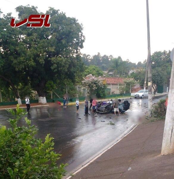 Carro capota em Santa Luzia e mata uma pessoa