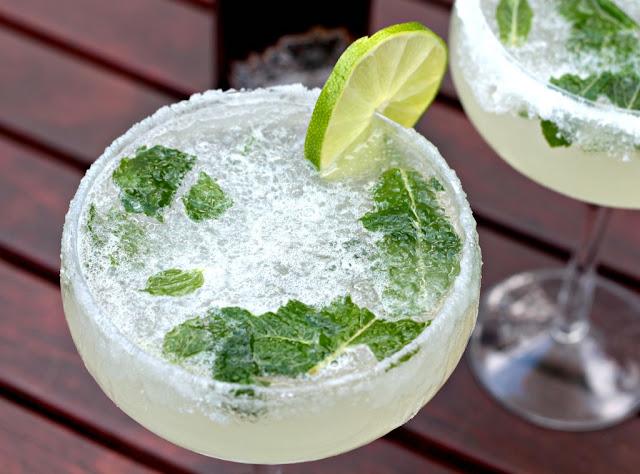 prosecco mojoto cocktail