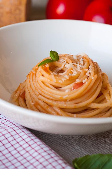 Makaroni sa svježim paradajzom