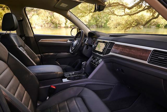 Interior view of 2018 Volkswagen Atlas SEL