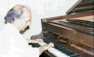 SHANKER of Shankar-Jaikishen duo on his piano