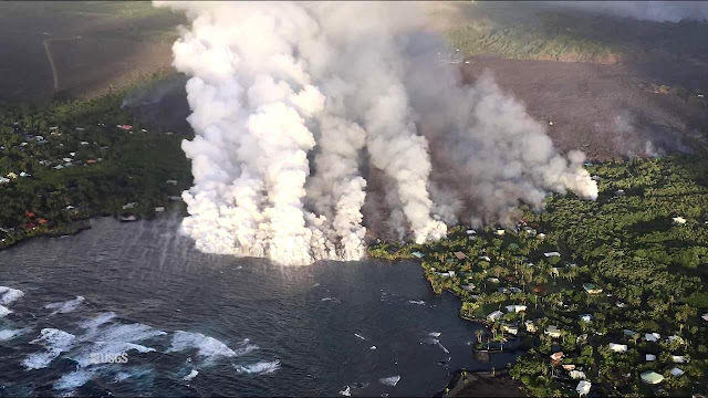 Lava flow from Fissure 8 enters Kapoho Bay, Hawaii