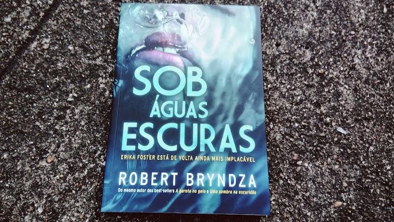[RESENHA #505] SOB ÁGUAS ESCURAS - ROBERT BRYNDZA