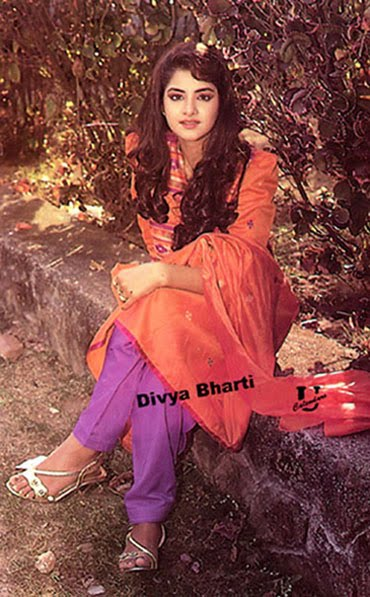 Indian College Girl Wallpaper Best Images Of Bollywood Actress Divya Bharati