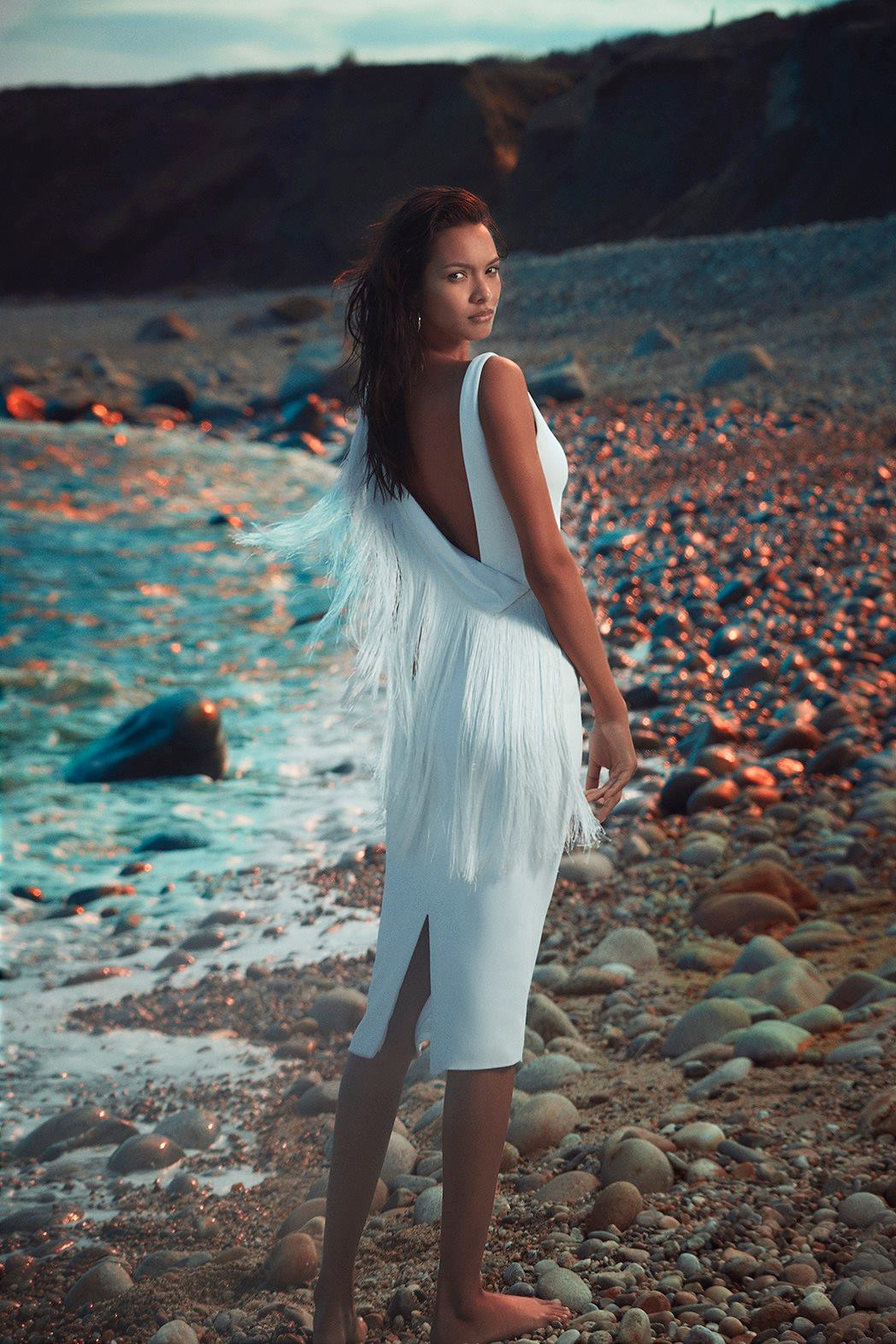 Lais Ribeiro wears white fringed dress in Cushnie et Ochs' pre-fall 2018 campaign