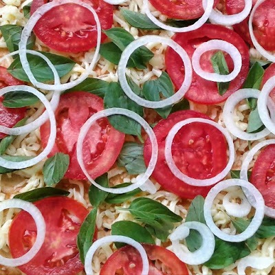 As doações foram os ingressos simbólicos para o jantar após o culto, cujo cardápio era baseado nas pizzas assadas em forno a lenha.