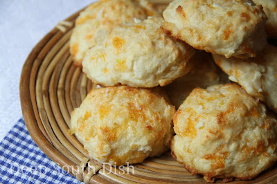 An easy baking mix biscuit based on the Red Lobster Cheddar Bay biscuit copycats, made with sharp cheddar cheese and melted butter, infused with fresh garlic.
