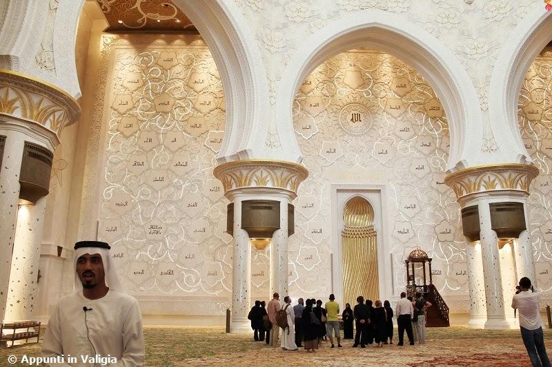 cosa-vedere-abu-dhabi-interno-moschea