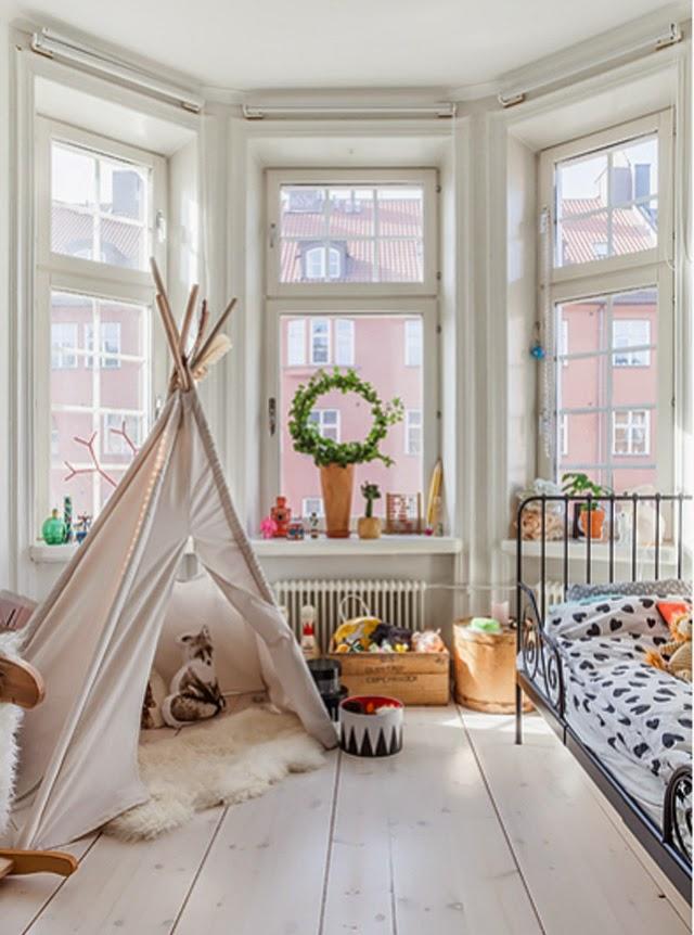 habitacion-infantil-tipi-ventanal-madera-cama-forja