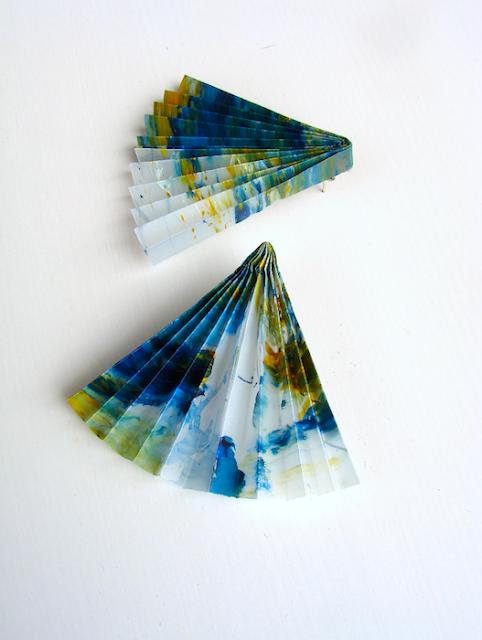 Orecchini di carta in stile geometrico, gioielli contemporanei di Alessandra Fabre Repetto